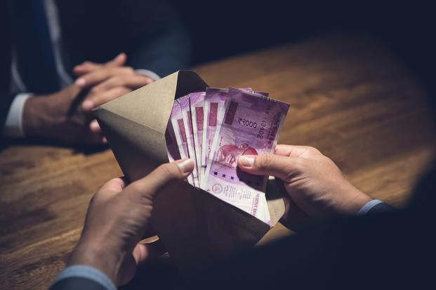<p>10 thousand rupees bribed in lieu of leaving tractor trolley, RPF sub-inspector arrested</p>