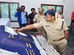 <p>The Kota Police has taken 89 kg of silver in a major action. Police has arrested 5 accused in this case. The recovered silver was being taken from Udaipur to Orissa.</p>