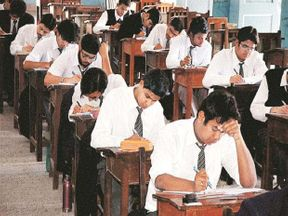 <p>The 10th and 12th examinations of the year 2020 will be monitored with live CCTV cameras to prevent cheating, 6.6 lakhs Daily monitoring expenses</p>