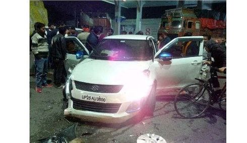 <p>Late in the night, a drunk driver lost control over his car in Mayur Vihar area. The car collided with the divider just before the flyover near the Hotel Crown Plaza. After which, the three men siting in the car got injures and have been admitted to the hospital by the Police, where they are undergoing treatment.</p>