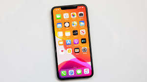 Apple has launched iPhone 11. Its booking has started in India and will also come in the market from 20 September. It is a different thing that many people have not yet seen the iPhone 10 here in India. But some people are just addicted to IPhone. IPhone comes in the dreams of school and college going students.