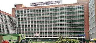 <p>Kidney transplant has started once again in AIIMS and was closed for some time due to lack of beds. In this regard, the management of AIIMS says that they have found an alternative way for this, after which the transplants will be resumed.</p>