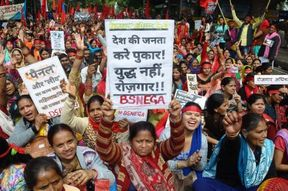 <p>Hundreds of youth, Anganwadi workers from all over the country took out a huge employment rights rally from Ramlila Maidan to Jantar Mantar for the guaranteed right of employment.</p>