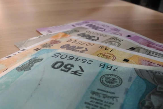 <p>Money will not be a hindrance for SC and ST students to pursue higher education. The government is giving exemption to such students for admission to graduate, diploma and certificate programs and tuition fees. Students who enroll in Indira Gandhi National Open University from January 2020 session will get this benefit in online application.</p>