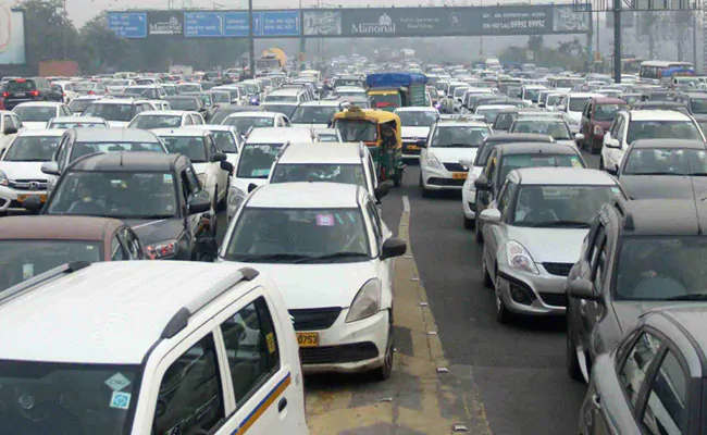"""<p class=""""ql-align-justify""""><span style=""""background-color: transparent; color: rgb(0, 0, 0);"""">People traveling between Delhi-Noida and DND will no longer have to get stuck in Ashram Chowk. The expansion project of Ashram flyover was approved on Thursday in a meeting of the Delhi Cabinet chaired by Chief Minister Arvind Kejriwal. According to Kejriwal, now the formalities studded with its tenders, etc. will be completed soon. The project costing 128.95 crores will be ready within a year of the commencement of work on the land. As per the plan, the ashram flyover on Ring Road will be extended to the DND flyway. The entire corridor will be six lanes. At the same time, a three-lane ramp will also be constructed from Ashram flyover to Sarai Kale Khan. </span></p><p class=""""ql-align-justify""""><br></p><p class=""""ql-align-justify""""><span style=""""background-color: transparent; color: rgb(0, 0, 0);""""><span class=""""ql-cursor""""></span>At the same time, the carriageway going from ITO to the ashram will also be connected to the flyover through a loop. Chief Minister Arvind Kejriwal said that the expansion of the flyover would relieve the traffic jam near Ashram and Maharani Bagh. This will benefit the people passing through this path. Currently, the peak pressure of vehicles between the ashram flyovers from the DND flyway at peak hours leads to a jam. It is not easy to get from the point found on the route coming from ITO and Noida. The extension of the flyover will give a diagnosis of this problem. Due to the construction of the Ashram extension flyover, it will not take four kilometers to cross the road from Kilokari. Now, after walking only one and a hundred meters on the ring road from Kilokari, you will be able to cross the road by taking a U-turn. Also, he will be able to go towards Maharani Bagh or South Delhi. At the same time, one will not have to travel one kilometer from Maharani Bagh to Sarai Kale Khan, Noida, ITO, and Ghaziabad. Now, after walking 150 meters on the ring road"""