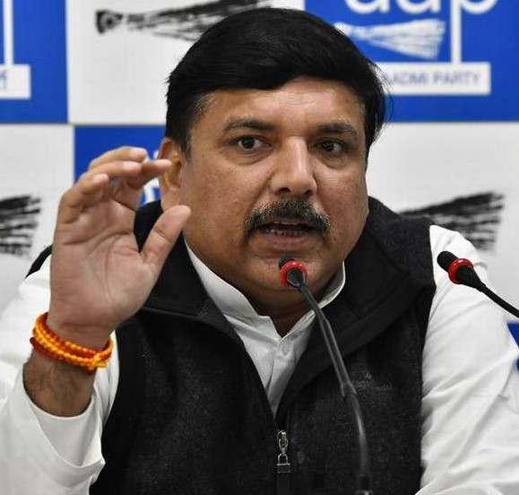 """<p><span style=""""background-color: transparent; color: rgb(0, 0, 0);"""">दिल्ली में प्रदूषण काफी बढ़ गया है, उत्तर भारत में प्रदूषण का असर काफी अधिक बताया जा रहा है. उत्तर भारत में फैले प्रदूषण के लिए आम आदमी पार्टी के प्रवक्ता सौरभ सिंह और आम आदमी पार्टी के नेता और सांसद संजय सिंह ने बीजेपी पर जमकर हमला बोला. सुप्रीम कोर्ट में केंद्र की तरफ से दाखिल किए गए दो हलफनामे में उत्तर भारत और दिल्ली में प्रदूषण कम होने की संभावना दिखाई गई है. आम आदमी पार्टी के नेता संजय सिंह का कहना है कि भारतीय जनता पार्टी के नेता अमित शाह को विजय गोयल को पार्टी से निकाल देना चाहिए. साथ ही उन्होंने विजय गोयल के पराली लेकर दिल्ली के उप मुख्यमंत्री मनीष सिसोदिया के घर पर जाने को नौटंकी बताया है. </span></p><p><br></p><p><span style=""""background-color: transparent; color: rgb(0, 0, 0);""""><span class=""""ql-cursor""""></span>आम आदमी पार्टी के नेता संजय सिंह का कहना है कि भारतीय जनता पार्टी केवल आम आदमी पार्टी का विरोध करना जानती हैं. दिल्ली की तरह उत्तर प्रदेश में अभी योगी सरकार इस नियम को उत्तर प्रदेश में लागू करने जा रही है. क्या भारतीय जनता पार्टी को योगी जी पर भी विश्वास नहीं है. क्या योगी जी भी गलत है? देश के 10 प्रदूषित शहरों में से 8 तो केवल उत्तर प्रदेश के ही हैं. जिसमें मेरठ गाजियाबाद और नोएडा भी शामिल है. संजय सिंह का यह भी कहना है कि पंजाब में जलाए जाने वाली पराली को लेकर हम भी चिंतित हैं और विपक्ष में बैठी आम आदमी पार्टी इसका विरोध भी कर रही है. और यह कहना भारतीय जनता पार्टी का गलत है कि वहां पर लगी आग आम आदमी पार्टी नहीं अमरिंदर सिंह बुझा सकते हैं.</span></p><p><br></p><p><br></p><p><br></p>"""