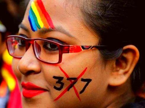 """<p><span style=""""background-color: transparent; color: rgb(0, 0, 0);"""">पश्चिम बंगाल की राजधानी कोल्कता में आज से सुरु हो रहे दुर्गा पूजा के त्यौहार जो की बहोत धूम धाम से मनाया जा रहा है।कोलकता में दुर्गा पूजा में कोई कमी नही देखि जा रही है। जहाँ एक तरफ लोग अलग अलग तरीके से पंडाल की सजावट कर रहे है वही एक तरफ,पंडाल पे लोग खर्चे भी बहोत कर रहे है । लेकिन कोल्कता का दुर्गा पूजा का एक पंडाल ई पी सी की धारा 377 के एक साल पूरे होने पर उसके उप्लपच्या में मानाने का निर्णय लिया है।</span></p><p><br></p><p><span style=""""background-color: transparent; color: rgb(0, 0, 0);"""">&nbsp;सी की धारा 377 को हटाए जाने से जुड़े कई संघर्षओ का भी ,इतिहास की प्रदर्शनी लगाई जाएगी।यहाँ पैर सेल्फ़ी बूट भी है जहाँ लोग सेल्फ़ी ले सकते है साथ हे इतिहास के इस जश्न को मन सकते है।जानकारी के मुताबिक, आदि बल्लीगंज सार्बोजनीन दुर्गोत्सब समिति इस लाल अपनी 70वीं वर्षगांठ मना रहा है।इन समुदाय के लोगो को प्राउड फील करने के लिए खाश तैयारियां की गयी हएलजीबीटीक्यूआई समुदाय के लोगों के लिए काम करने वाले बप्पादित्य मुखर्जी ने बताया कि दुर्गा पूजा समिति में कई पुरानी पीढ़ी के लोग भी शामिल हैं। दुर्गा पूजा के इस कार्यक्रम के पीछे धीरज और रणधीर के के विचार थे ।&nbsp;</span></p><p><span style=""""background-color: transparent; color: rgb(0, 0, 0);""""></span></p><p><span style=""""background-color: transparent; color: rgb(0, 0, 0);"""">धीरज सेंट जेवियर्स कॉलेज से समाजशात्र में स्नातक हैं। उन्नयन बताया कि वे अपने कच्छा में इंसमुदाय के बारे में पढ़ा लेकिन अब समय आ गया है जब हम सबको आगे आ कर अपने कछह के ज्ञान को समाज में इसका उपयोग करने का ।</span></p><p><br></p><p><br></p><p><br></p>"""