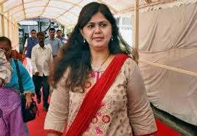 <p>Ek Nath Khadse and Pankaja Munde today held a strength show attended by their supporters. Pankaja Munde said that she will not be leaving the party but if the party wants to remove her they can do so.</p><p>She was speaking in Parli village which is located in the Beed district. She was speaking on the eve of his father's birth anniversary, his father Gopinath Munde played a big role in building BJP in Maharashtra.</p><p>Eknath Shinde, Chandrakant Patil, Parkash Mehta are some of the leaders who attended the show. Pankaja said that she working till the last day of the campaign in spite of knowing that Fadanvis is being declared as CM candidate.</p><p>Pankaja said that someone is planning stories again her and she asked Chandrakant Patil to find out who is planting Stories against her.</p>