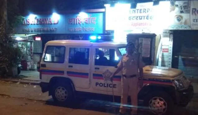 """<p>Mumbai police's Crime Branch busted a sex racket late on Saturday night purportedly working from an inn in the city's Andheri region, an authority said.&nbsp;Three individuals were captured under different areas of the Indian Penal Code and Immoral Traffic Prevention Act, while two others are missing, he said.&nbsp;""""Following up on a tip-off about improper exercises at the inn in JB Nagar region of Andheri, a Crime Branch Unit 10 group attacked the spot. The principle denounced, Karan Naman Yadav nom de plume Gulli, used to run the racket by requesting clients online through a few cell phone numbers,"""" he included.&nbsp;Karan Naman Yadav, who claims the lodging, has been captured alongside Santosh Yadav and Ashok Yadav, while two people distinguished as Samir and Amar Yadav are missing, he said.&nbsp;They have been sent in police guardianship till October 4, he included.</p>"""