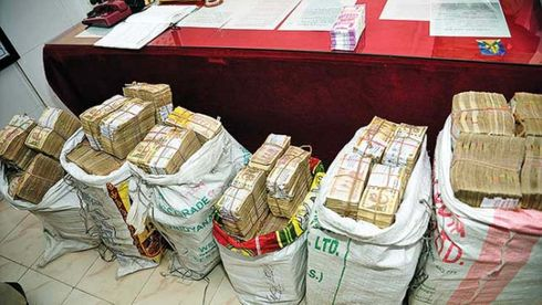 <p>Big news is being heard in Maharashtra before the vote on 21 October. A case has come up in which the Election Commission has received a black money of 29 crores, although the Commission has refused to disclose anything.</p>