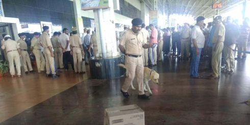<p>The low-intensity blast happend near Hubli railway station in which a food store employee was injured. The blast happend when the man tried to forcefully open the suitcase.</p><p>The bomb blast has shattered the station master glass windows, the police soon made the station vacant and carried an extensive search operation. The injured name is Hussain Saab and is 22 years old,He was rushed to the KIMS hospital.</p><p>The Railway and state police are on high alert, According to the investigator officers words such as 'No BJP, NO RSS, KOLHAPUR, MLA, Gargoti, MS State' was written on the abandoned bucket which also included some Tamil letters.</p><p>There were two more explosives kept in two boxes, the explosives were majorly used to kill pigs and other animals. With high suspicion on the incidents link to Maharashtra politics, where elections were held on Monday, a thorough investigation by Hubballi police is still underway.</p><p><br></p>