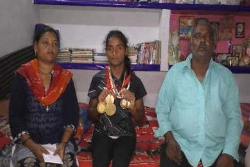 <p>In a sad state of affairs, a young soft tennis player from the city, Muskan, is unable to participate in the soft tennis championship that is scheduled to be held later this year in China. The sportswoman, who is a first-year B.Sc. student of the University of Allahabad, hails from a humble background and has won numerous domestic and international tournaments, thanks to her mother who funded the trips by selling her jewelry and ornaments. However, since the family is not left with any more sources, Muskan's participation in this year's Chinese soft tennis championship clearly hangs in balance as no one is ready to support her trip – not even the district administration. The only possible ray of hope is from the elected leaders of the student union, who are running a campaign to collect funds for this young sportswoman's trip.&nbsp;</p>