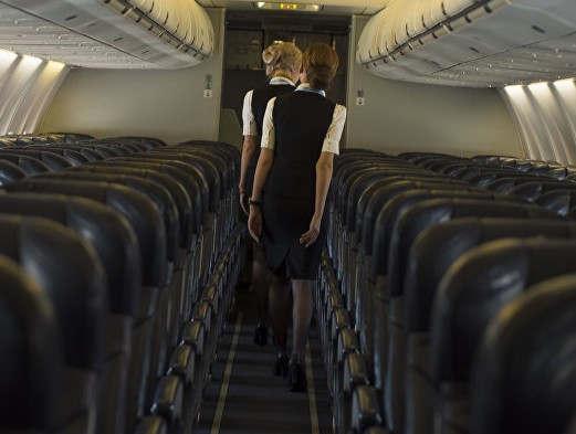 """<p><span style=""""color: rgb(56, 56, 56);"""">В аэропорту Бишкека задержали вылет одного из самолетов на час. Данная информация появилась на официальном портале аэропорта.</span></p><p>Согласно полученной информации вылет лайнера рейса семьсот один авиакомпании&nbsp;Pegasus был задержан почти на час. Как говорится в сообщении&nbsp;самолет&nbsp;уже уже готовился к вылету и выезжал на взлетную полосу, в этот момент пилот летающего&nbsp;средства&nbsp;неожиданно попросил отложить вылет.</p><p>Как оказалось причиной задержки были две девушки. Они выпили изрядное&nbsp;количество&nbsp;алкоголя и устраивали пьяные дебоши на борту самолета. Начали цепляться к&nbsp;стюардессам, выкрикивать не нормативную лексику и мешать&nbsp;остальным&nbsp;людям в самолете. В итоге пилот принял решение вернутся на стоянку и высадить буйных пассажирок. По прибытию в аэропорт девушек передали полиции. На данный момент ведутся&nbsp;разъяснительные&nbsp;работы.</p>"""