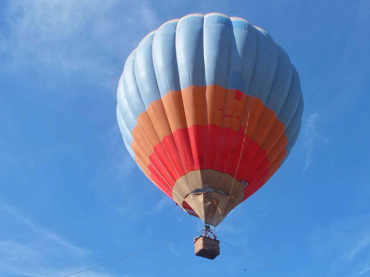 <p>Команда воздухоплавателей «NORTH AVIA» объявила официальное закрытие сезона одного из самых любимых и популярных разлечений и видов отдыха в Астане! Привязных полетов на воздушном шаре.</p><p>Полеты на воздушном шаре - это невероятные впечатления, множество эмоций и конечно увлекательный отрыв…&nbsp;От всего! Включая даже Землю!</p><p>Полеты абсолютно безопасны, проводятся под полным контролем квалифицированных специалистов и профессионалов!</p><p>Высота до 50 метров</p>