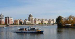 <p>Астанадағы серуендеуге арналған ең жақсы орындардың бірі. Жазда сіз кешке әдемі Лазерлік шоуды көре аласыз, суға отыра аласыз немесе қайықпен саяхат жасай аласыз.</p>