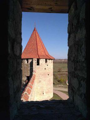 Вид из окна одной башни на другую.