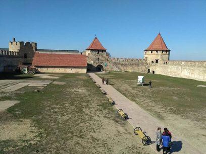 Бендерская крепость, регион-Молдова, город Бендеры. Вид цитадели изнутри. По краям цитадель окружена 7-ю башнями.