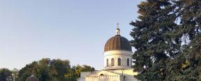 Catedrala Nașterea Domnului este o catedrală ortodoxă din Chișinău ce se află în apropierea pieței Marii Adunări Naționale și aparține Bisericii Ortodoxe din Moldova. Monument arhitectural al secolului XIX. Catedrala a fost construită în perioada 1830-1836 ca principalul templu al orașului, la inițiativa Mitropolitului Basarabiei, Gabriel Benulescu-Bodoni. Proiectarea catedralei a fost dezvoltată de arhitectul Avraam Ivanovici Melnikov (1784-1854) prin ordin al guvernatorului general al Noii Rusii și Basarabiei, Mikhail Vorontsov.