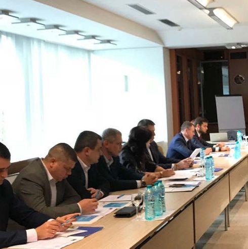 <p>8 ноября 2019 года был организован семинар по управлению проектами в рамках программы Совета Европы «Содействие соблюдению правозащитной системы уголовного правосудия в Республике Молдова». Мероприятие было организовано в сотрудничестве с Национальным институтом юстиции и было ориентировано на представителей прокуратуры Республики Молдова.</p><p><br></p><p>Целью семинара было ознакомление участников с фазами цикла управления проектом, который проходит проект, от его инициации до его окончательной оценки. Отдельные сессии были сосредоточены на определении и определении масштаба проекта, целей и результатов с использованием соответствующих инструментов, таких как методология SMART. Во время семинара особое внимание было уделено созданию проектных команд, практикам, обеспечивающим плодотворную совместную деятельность, и определению командных компетенций посредством точных ролей и обязанностей. Участники закрепили свои знания, написав проектные предложения. В семинаре приняли участие около 30 прокуроров из разных регионов Молдовы.</p><p><br></p><p>Мероприятие организовала Лавиния Чэрану, сертифицированный тренер по управлению проектами и международный консультант Совета Европы.</p><p><br></p><p>Программа «Содействие правозащитной системе уголовного правосудия в Республике Молдова», финансируемая правительством Норвегии, является частью Плана действий Совета Европы для Республики Молдова на 2017–2020 годы.</p>