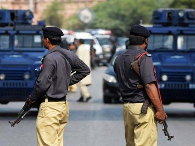 <p>HYDERABAD:&nbsp;Ameer&nbsp;Saud&nbsp;Magsi, Sujawal District SSP reportedly paid Rs700,000 to the widow of an under-trial prisoner who was shot dead while fleeing from court last month as blood money on behalf of police officers. But the SSP rejects the allegations that he was paying the blood money or conducting a jirga.</p><p>Abdullah Otho, the Under-Trial Prisoner (UTP), was shot dead on September 28 after a police chase in the bushes after fleeing from the second civil judge's court and the judicial magistrate. He was identified at the Chohar Jamali Police Station in eight robbery FIRs.</p>