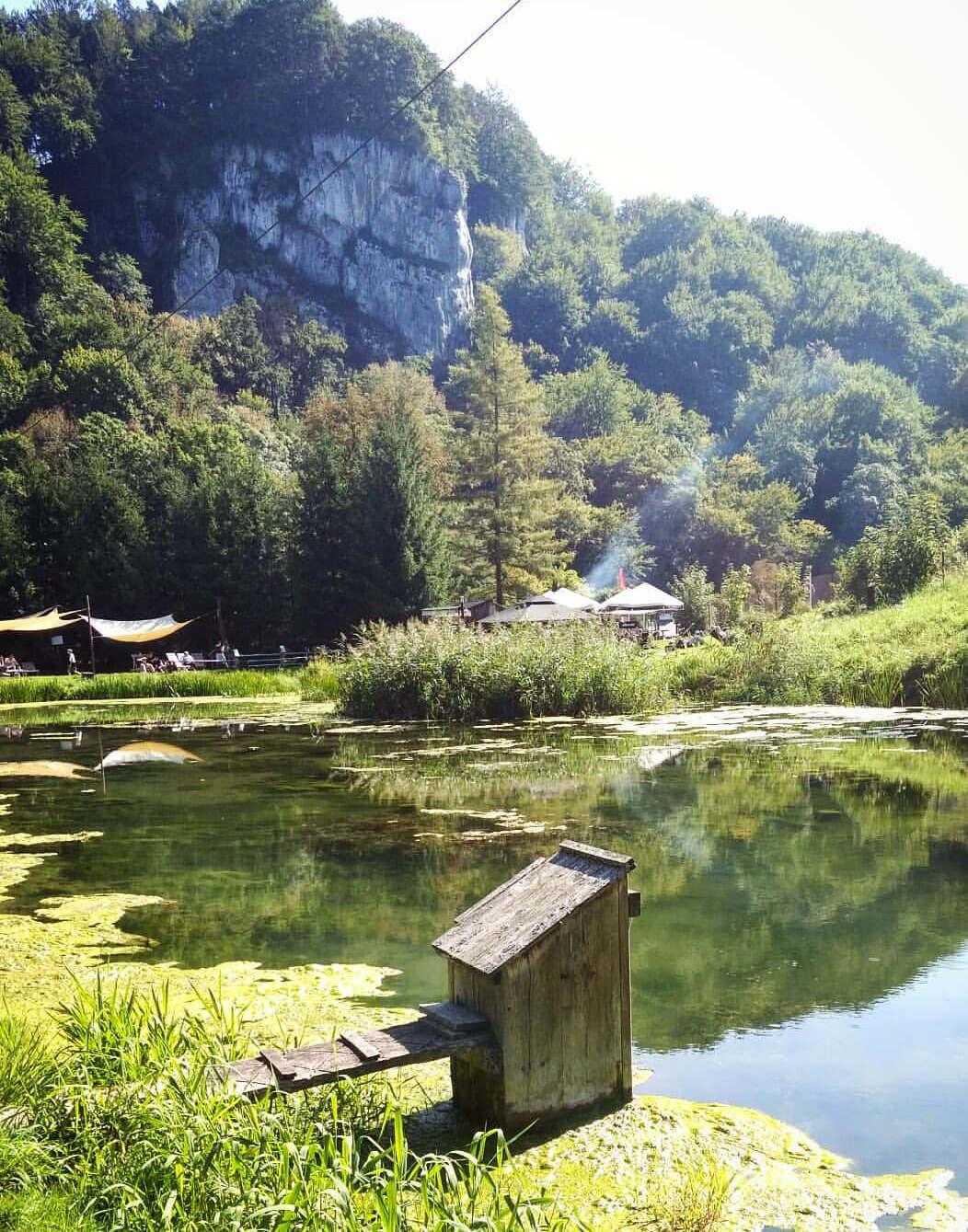 <p>Ojcowski Park Narodowy to najmniejszy z 23 parków narodowych w Polsce, o powierzchni 21,46 kilometrów kwadratowych. Jest to również jeden z najstarszych parków przyrodniczych - powstał w styczniu 1956 roku. Nazwa pochodzi od wioski Oitsuv, w której mieści się siedziba główna.</p><p><br></p><p>Ojcowski Park Narodowy położony jest około 16 kilometrów na północny wschód od Krakowa.</p>