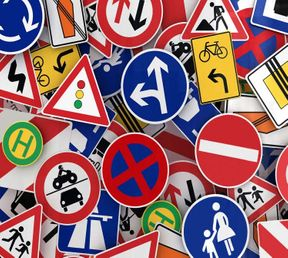 """<p>Не всегда нарушителя дорожных правил являются водители авто транспортных средств. Много зафиксированных случаев приходится на пешеходов.</p><p>Граждани """" испытывают удачу"""" и бегут через дорогу в неположенных местах, думая что пешеходы в любом случае имеют преимущество. Около пяти часов вечера шестого ноября автомобиль """"Хонда"""" двигался по улице Краснококшайская, за рулём которого был двадцати шести летний водитель. Вдруг перед его машиной выскочила тридцати двух летняя жительница. По предположениям сотрудников полиции женщина переходила дорога в неположенном на то месте. В конечном результате женщина получила ушиб мягких тканей.&nbsp;</p><p>В тот же день, но часами позже водитель """"Киа Рио"""" за рулём которого был двадцати пятилетний водитель который двигался по улице Вышневского сбил пешехода который так же переходил дороги нарушая правила. Этому пострадавшего мало повезло: его было госпитализировано&nbsp;с закрытым переломом большеберцовой кости. Мужчина находится в удовлетворительном состоянии.</p>"""