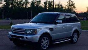 """<p>Каждый человек ищет выгоду для себя. Поэтому готовы обманным путем """"обвести вокруг пальца"""" даже близких людей.&nbsp;В Казане задержали молодого человека в возрасте тридцати шести лет обвиняемого в мошенничестве. </p><p>Суть дела нам объяснила прокуратура Татарстана. Как стало известно, что гражданин узнал что его знакомый в этом году приобрел транспортное средство марки «Land Rover Range Rover», который был в неисправном состоянии.&nbsp;Мужчина решил предложить свою помощь в ремонте автомобиля, на что товарищ согласился.&nbsp;Спустя некоторое время мужчина изменил свое мнение и сказал что ремонт автомобиля """"влетит в огромную копейку"""" и проще продать автомобиль. После размышлений знакомый согласился. Мужчина совершил акт купли-продажи по поддельными документам и выручил из данной сделки пятьсот пятьдесят тысяч рублей. После получения денежных средств потратил их на собственные нужды. </p><p>Потерпевший в данном мошенничестве обратился в полицию с&nbsp;заявлением о нанесенным ущербе в сумме девятьсот пятьдесят тысяч рублей. Судебное заседание будет проводится в Ново-Савиновском районном суде.</p>"""
