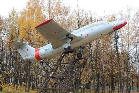 """<p><span style=""""color: rgb(34, 34, 34);"""">Небольшой городок в Удмуртской республике славится своими объемами производства и историческими фактами. Памятник """"Самолет"""" -один из немногих памятников, установленных маршалу авиации из&nbsp;</span><span style=""""color: rgb(170, 0, 0);"""">Можги</span><span style=""""color: rgb(34, 34, 34);"""">&nbsp;</span><span style=""""color: rgb(170, 0, 0);"""">Фалалееву</span><span style=""""color: rgb(34, 34, 34);"""">&nbsp;Ф.Я. Множество исторических музеев можно посетить, приехав в город. Они расскажут о быте и условиях жизни&nbsp;</span><span style=""""color: rgb(170, 0, 0);"""">Можгинского</span><span style=""""color: rgb(34, 34, 34);"""">&nbsp;района, о традициях удмуртов. Недалеко от вечного огня, располагается памятник погибшим воинам в Афганистане, Чечне. Именно здесь проходят городские мероприятия, посвященные Великой Отечественной Войне.&nbsp;</span></p>"""