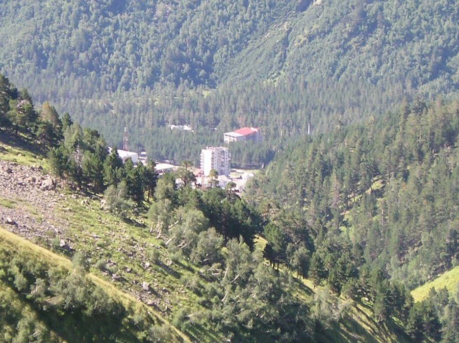 """<p><span style=""""color: rgb(34, 34, 34);"""">Панорама самой высокой горы России, Эльбруса, являющейся седьмым чудом света,удивляет своей красотой, умиротворенностью. Таинственная красота привлекает множество туристов ежегодно. разнообразный климат на предгорьях. Для горнолыжников и альпинистов - это одно из излюбленных мест на всем Кавказе. Во время Великой Отечественной войны здесь проходили противостояний армий. До сих пор считается, что Эльбрус-это не потухший вулкан, а вулкан, который может в любой момент дать о себе знать.Благодаря чему и возникло множество минеральных источников на этой территории.&nbsp;</span></p>"""