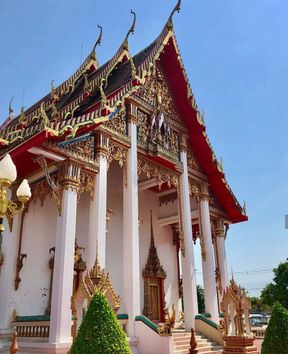 "<p><span style=""color: rgb(178, 107, 0);"">The most famous and popular in all of Phuket. Of course, visiting Phuket itself is already a great pleasure, but for me the real pleasure was visiting all the watts and temples of this island. One of the most stunning is Wat Chalong Temple.</span></p><p><span style=""color: rgb(178, 107, 0);"">This temple is often called the temple of Tararam well, or Chalong, in any case, it is the most famous and popular in all of Phuket. It was built already in 1837, and to this day practically has not been restored. It is located only 8 kilometers from the city, which means that it will not take long to get to it and it won't take much time.</span></p><p><span style=""color: rgb(178, 107, 0);"">Relatively recently, an addition appeared in the temple - Chedi, measuring 62 meters.</span></p><p><span style=""color: rgb(178, 107, 0);"">In the temple you can see the relics of Phra Sareerikakat, on the parts of the bones of the Buddha that were brought from Sri Lanka and an amazing combination of all oriental styles in one temple.</span></p><p><span style=""color: rgb(178, 107, 0);"">And what photos are obtained here! All because of the bright contrast of the walls and the environment. Red walls intertwined with gold accents look very impressive in every shot. Very beautiful place, worth a visit.</span></p>"