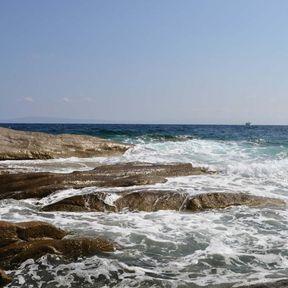 Marmaris, canlı bir çakıl taşlı plaja ve sahil boyunca bir bulvara sahip olan Türk Rivierası'nın (Turkuaz Kıyısı olarak da bilinir) bir tatil beldesidir.