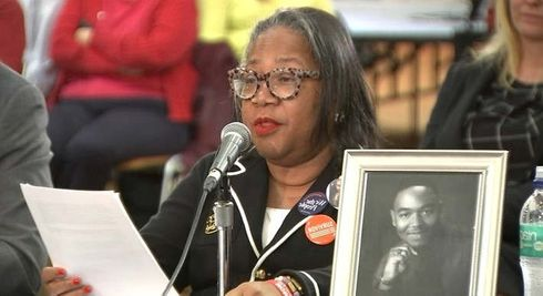 """<p>The citizens of Chicago gave emotional testimonies to convey the impact the ongoing gun violence was having on their community in the public hearing held by members of the congress.</p><p>For the first time in history, the House Committee on Energy and Commerce held a public hearing regarding the serious issue faced by the city of Chicago's residents.</p><p>&nbsp;</p><p>The congressional subcommittee heard the views of hundreds of people. Those testifying told harrowing stories quite often, which were personally related to gun violence and what should be done to prevent its ill effects.</p><p>Congressional members noted the pain in testimonials provided by the people. Shamika Arline reported, """"There's no place these days for our kids to stay safe in the city"""".&nbsp;</p><p>&nbsp;</p><p>&nbsp;</p><p>&nbsp;</p>"""