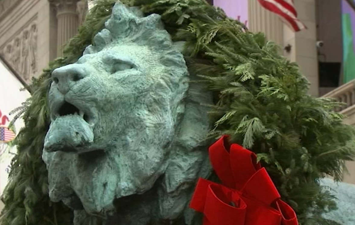 <p>The holiday season is knocking, and the Art Institute of Chicago received it with a road. The iconic lions out front are all decked out for the 28th year. During the unveiling ceremony, a small crowd gathered outside the museum on Friday morning. Shirley McAlpine, along with her husband, came to see the ceremony for the first time after they moved out of Chicago 7 years ago. She said it is essential to create her traditions, and she likes the way Christmas started here. Her husband Dan said his family loves family traditions, especially his daughter. The Chicago Gay Men's Chorus has helped everyone to take in the holiday spirit on the day after Thanksgiving. Giant decorations were placed during the event. Nora Gainer of the Art Institute of Chicago said in her statement that people have always used the museum to gather around the holiday. They have invited as many people as possible to enjoy the unveiling.</p><p><br></p>