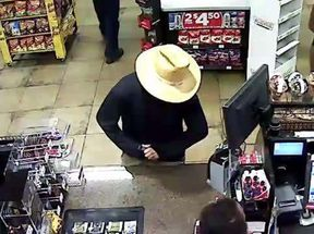 <p>PHOENIX — The police are looking for a man who disguised himself with a straw hat and a bandanna when he stole Phoenix Circle K. It happened around 1:00 a.m. on Sept. 27. Circle Kalong 27th Avenue and Camelback Street.</p><p>Police say the man walked inside Circle K, approached the attendant at the counter, and then pulled a gun out of his waistband and asked for money.</p><p>Once the man got the cash, he ran down Camelback Road from Circle K.</p><p>While wearing a gray bandanna to cover his head, the police say he appears to be a person aged about 18 and 22 years, between 5 foot and 8 inches tall and weighing around 160 pounds.</p><p>In addition to wearing a straw hat and a gray bandanna during the robbery, he was wearing khaki pants and a long-sleeved blue shirt.&nbsp;</p><p>If anyone has any information about this robbery, please call Silent Witness anonymously at 480-WITNESS or 480-TESTIGO for Spanish speaking. Tips can also be submitted via the website of the Silent Witness.</p>
