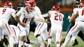 <p>FRESNO, Calif. -- In Honolulu on Saturday night, Fresno State (4-4) took down Hawaii (5-4) 41-38. </p><p>Fresno State learned a lesson from the Homecoming game last week where they were 14-0 down. The early lead was taken by the Dogs. Jalen Cropper, a Buchanan class, throws Zane Pope with a 36-yard touchdown pass.</p><p>In the second quarter, Hawaii replied by converting back-to-back downs to Jason-Matthew Sharsh on the opening drive. The drive would leave McDonald scoring to tie the game at 7 with 9:23 left to play in the quarter on a six-yard run.</p><p>Fresno Nation, ready to close the game, came out of the locker room. Team scored 24 unanswered points to take the 38-24 lead. Hawaii will also score back to back touchdowns to tie up the game at 38 with less than 3 minutes left to play. Cesar Silva, from Fresno State, will kick a goal of the 37-yard winning range. The Bulldogs are taking Hawaii 41-38 down and raising their Island win streak to 6 games.</p>