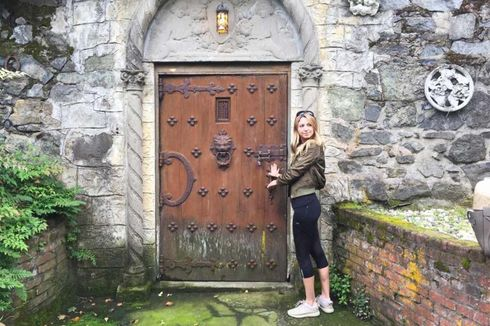 <p>Few people think there's a ghost at Albion Castle.</p>