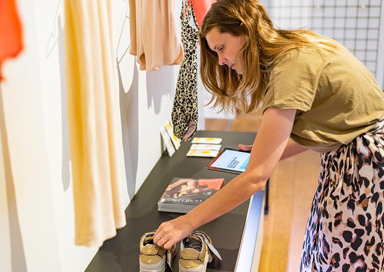 Het fashion retail kassasysteem voor online én offline verkoop