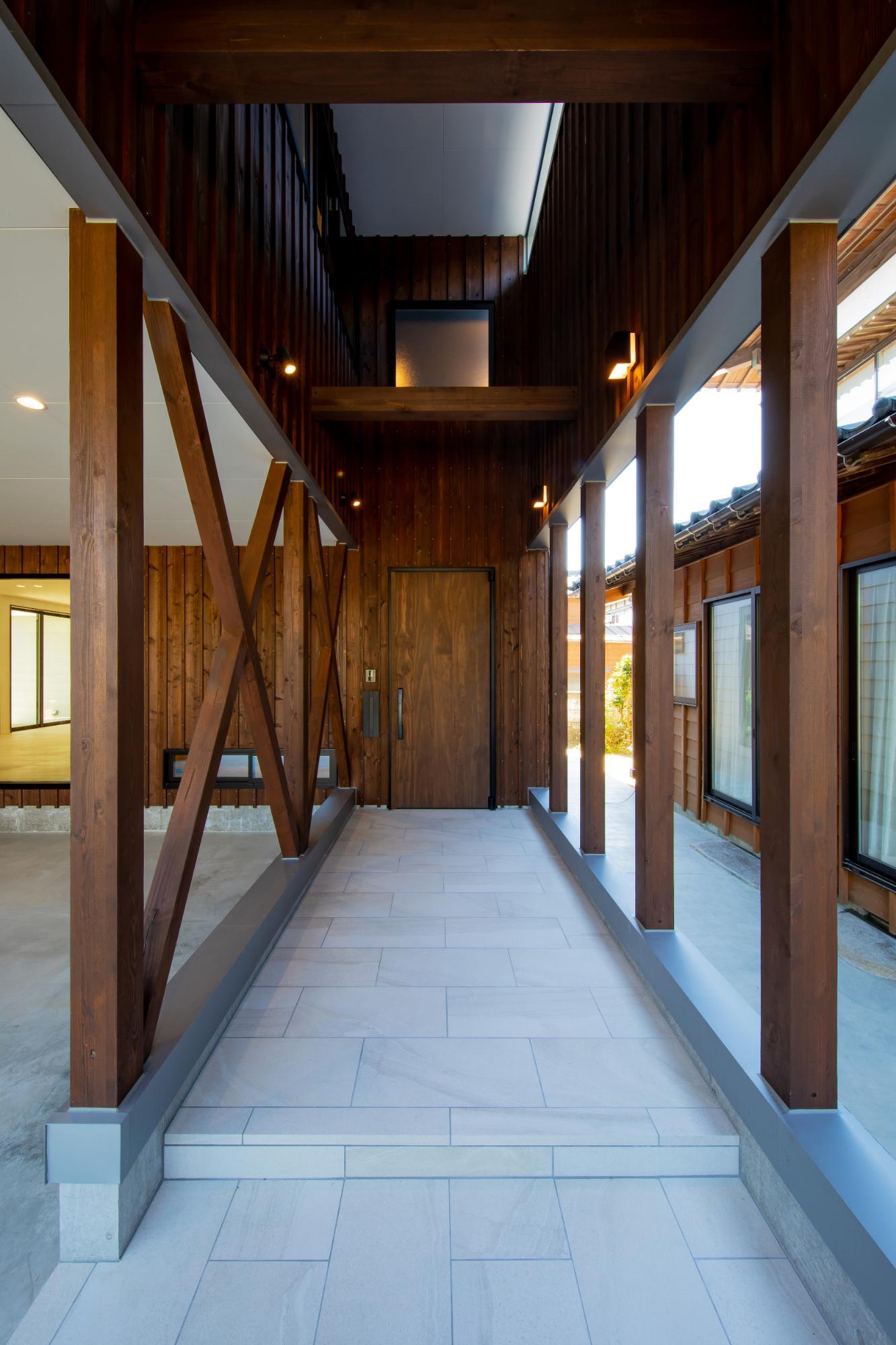 一級建築士事務所 株式会社山内組 archi labo「住み継げる住まいの提案 archi laboコンセプトハウス」のポーチの実例写真