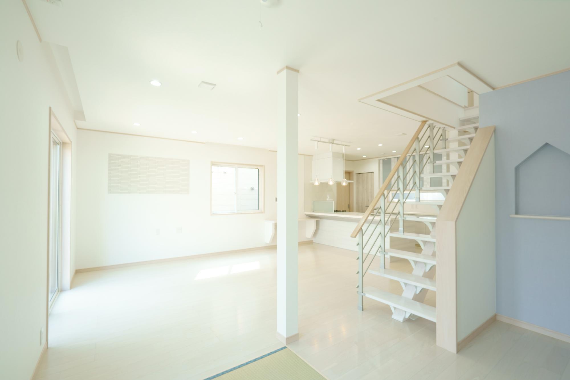 クレバリーホーム新潟 (株)又助組「北欧風 スケルトン階段のお家」のシンプル・ナチュラル・モダン・北欧風なリビング・ダイニングの実例写真