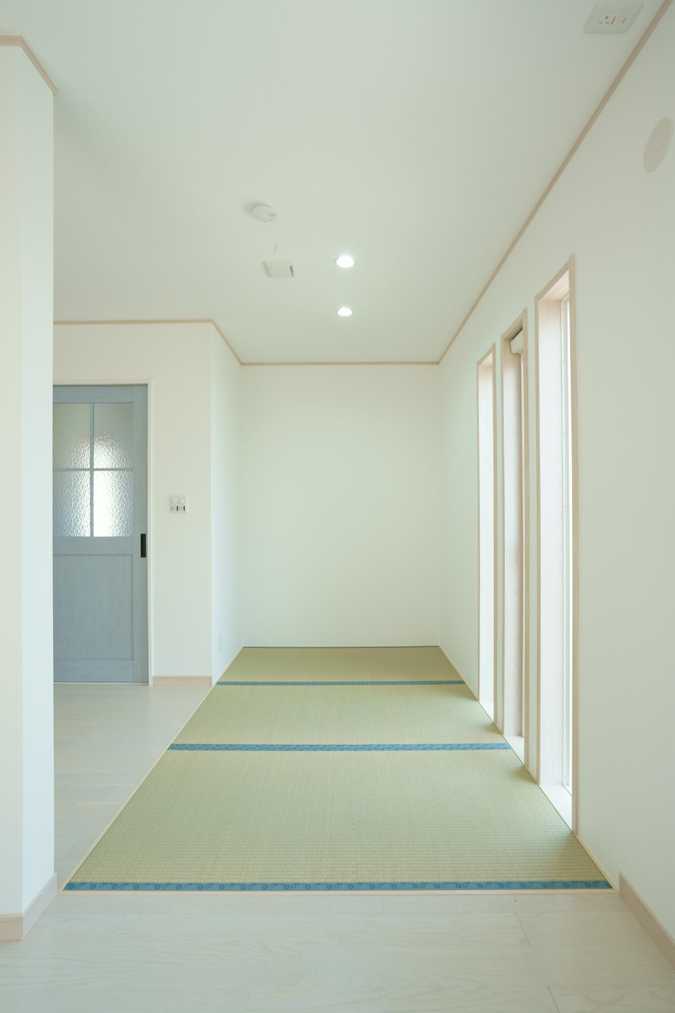 クレバリーホーム新潟 (株)又助組「北欧風 スケルトン階段のお家」のモダンなリビング・ダイニングの実例写真