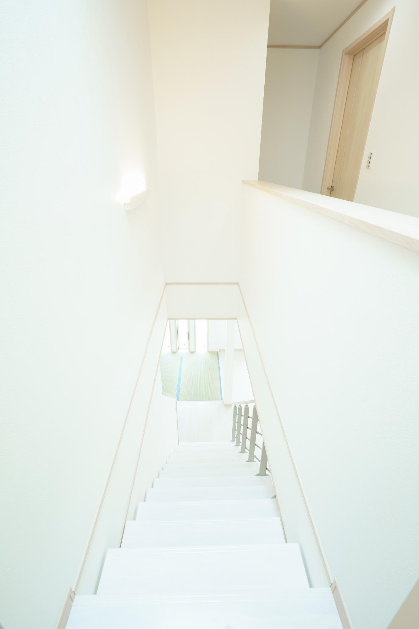 クレバリーホーム新潟 (株)又助組「北欧風 スケルトン階段のお家」のシンプル・ナチュラル・モダンな階段の実例写真
