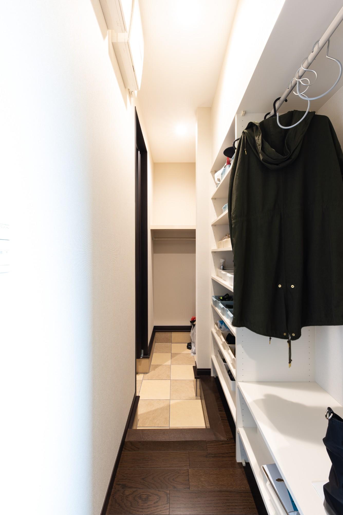 広々としたSICはコートをかけることも出来るので、濡れたアウターや除雪道具、お子様のお外で遊ぶ荷物も置いておくことができます。