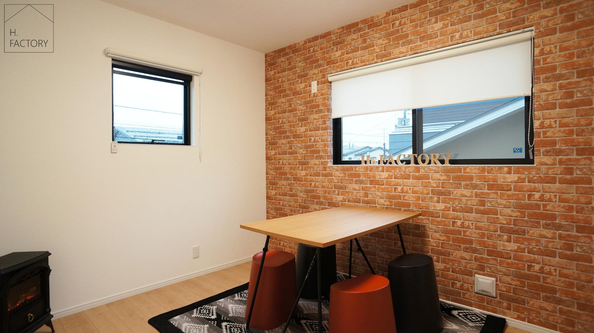 H.FACTORY/株式会社 橋本技建「シンプル&ベーシックなオシャレカフェのような家」のシンプル・ナチュラルな居室の実例写真