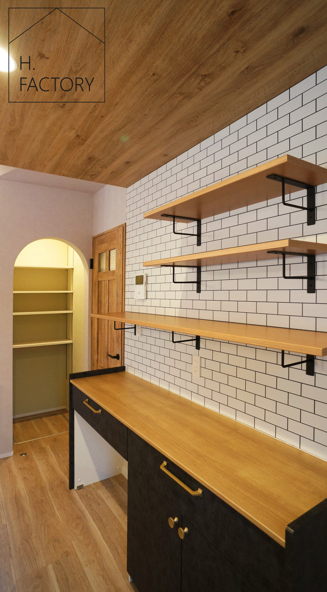 H.FACTORY/株式会社 橋本技建「森の中のカフェ&サロンの家」の実例写真