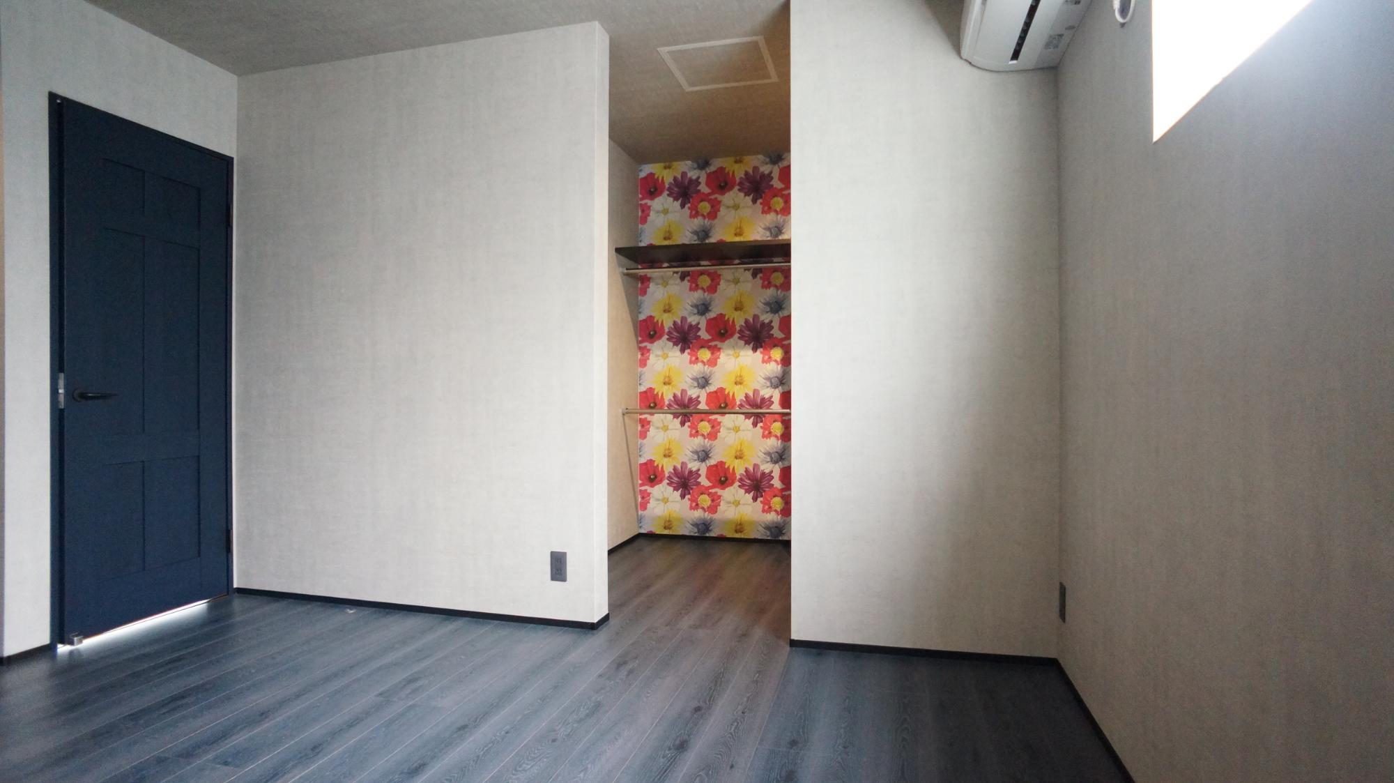 H.FACTORY/株式会社 橋本技建「吹き抜けのあるインダストリアルの家」の居室の実例写真