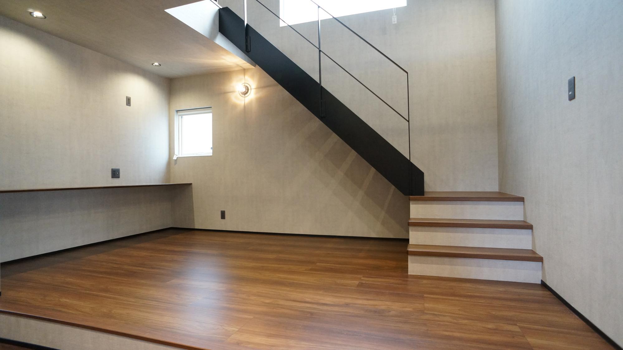 H.FACTORY/株式会社 橋本技建「吹き抜けのあるインダストリアルの家」のリビング・ダイニングの実例写真