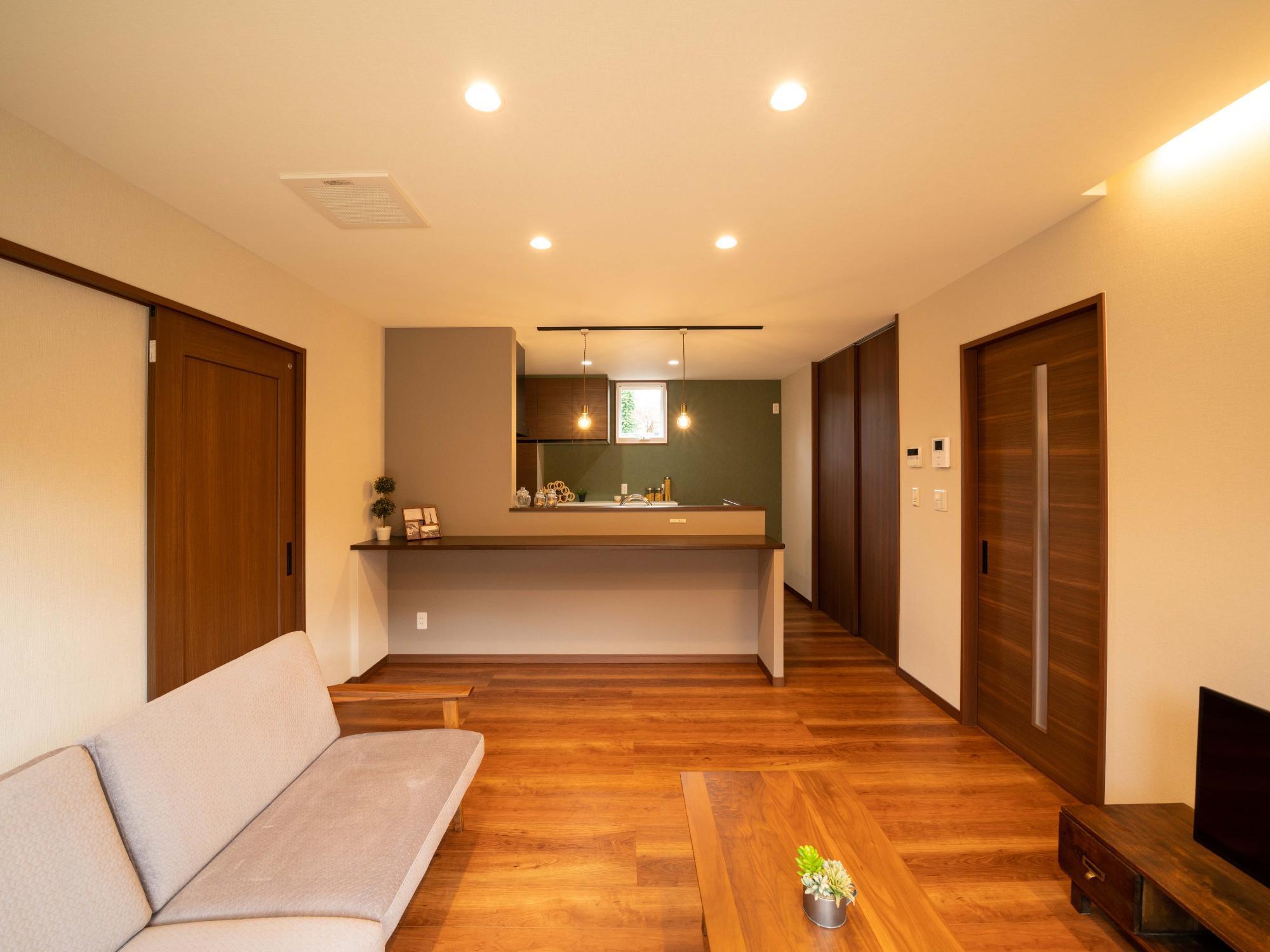 株式会社ハウジングシステム・トーア「未来の生活を考慮した楽しみを造り込む家」のシンプル・ナチュラルなリビング・ダイニングの実例写真