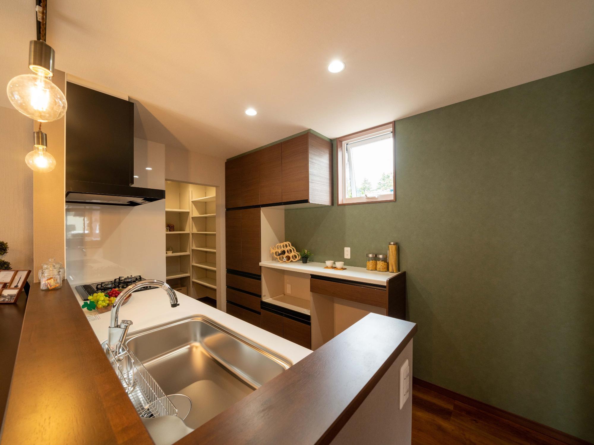 株式会社ハウジングシステム・トーア「未来の生活を考慮した楽しみを造り込む家」のシンプル・ナチュラルなキッチンの実例写真