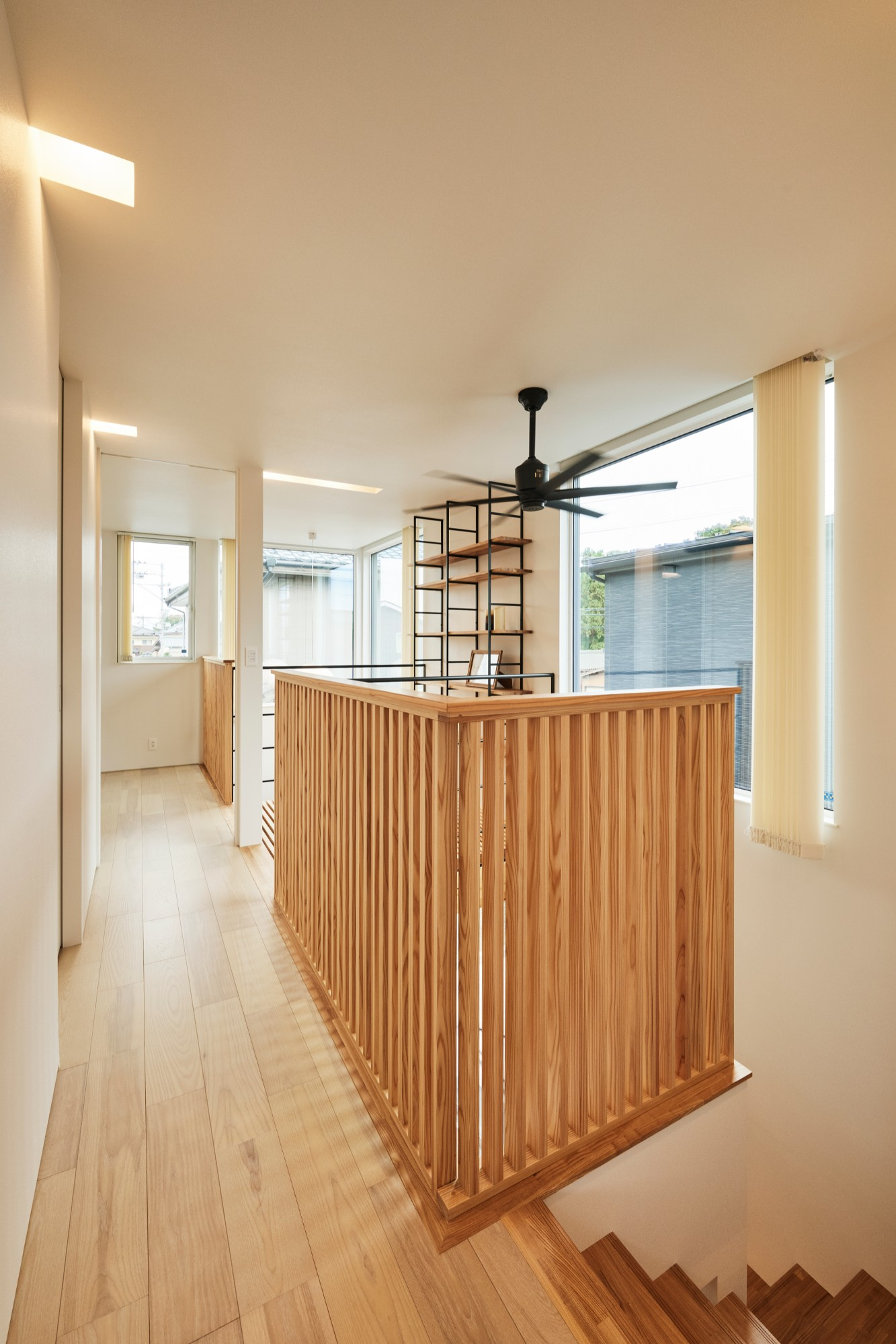 DETAIL HOME(ディテールホーム)「コンパクトにデザインする家」のシンプル・ナチュラルな廊下の実例写真
