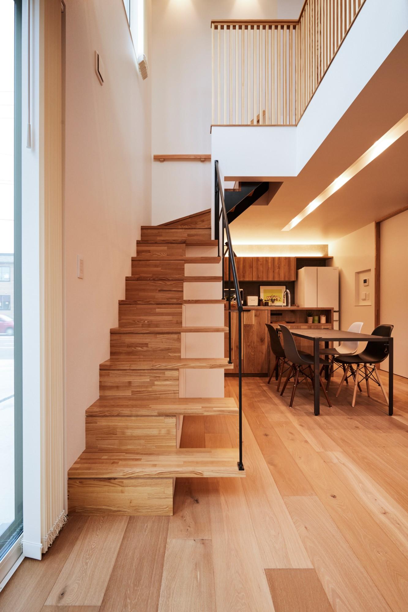 DETAIL HOME(ディテールホーム)「コンパクトにデザインする家」のシンプル・ナチュラルな階段の実例写真